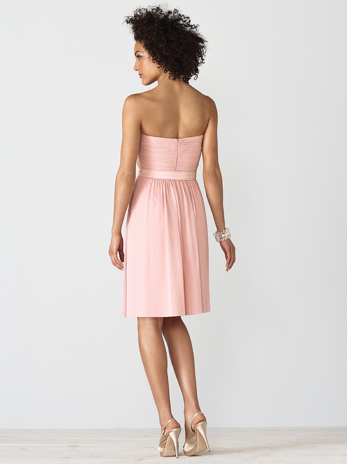 Платья без рукавов и лямок