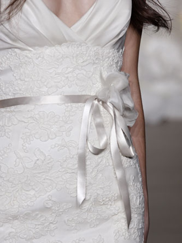 Favoloso profondo scollo a V Wedding Gown Belt Attached