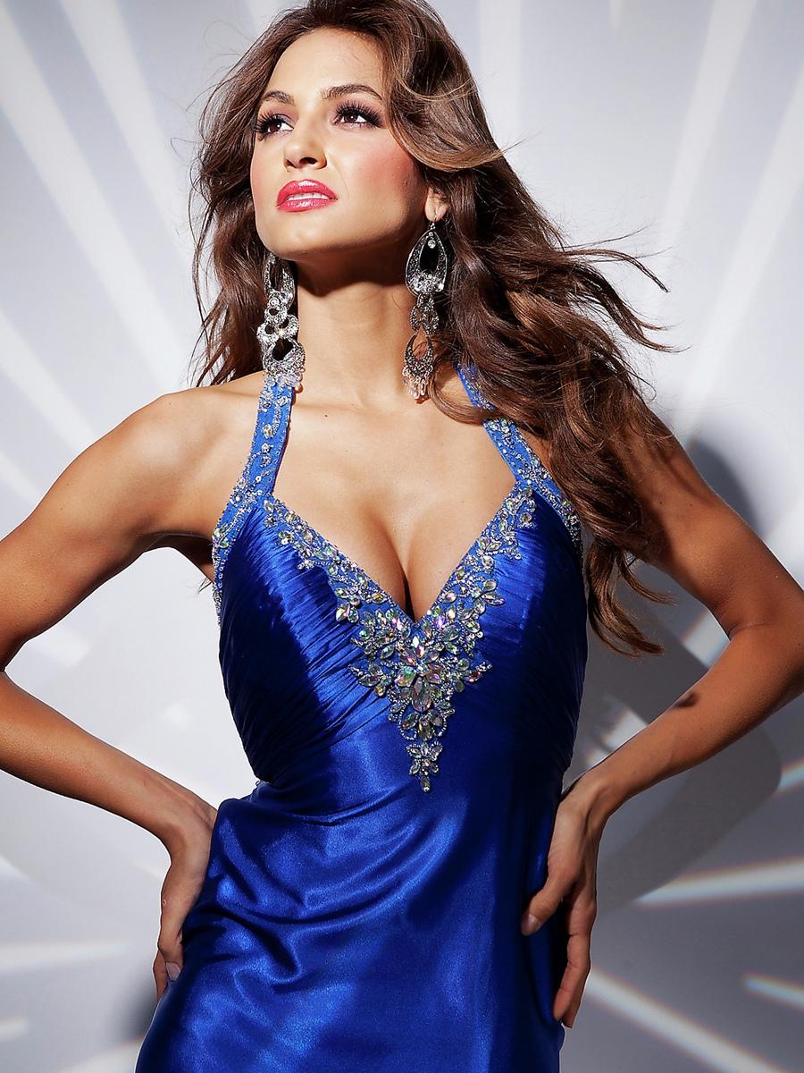 Sophisticated Beaded Halter Neckline Pleated Skirt Skit Accented Celebrity Dresses