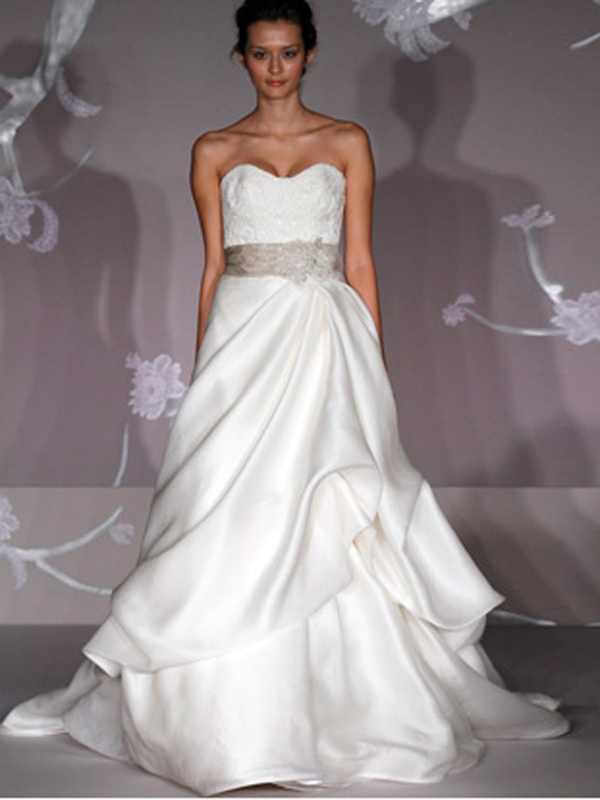 Splendida Floral Satin Wedding Gown Sweetheart di Sash