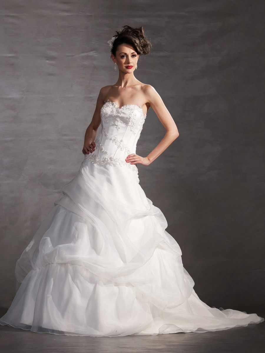 Strapless Sweetheart Neckline Dress Has A Form-Fitting Bodice with A Dropped Waist Wedding Dresses
