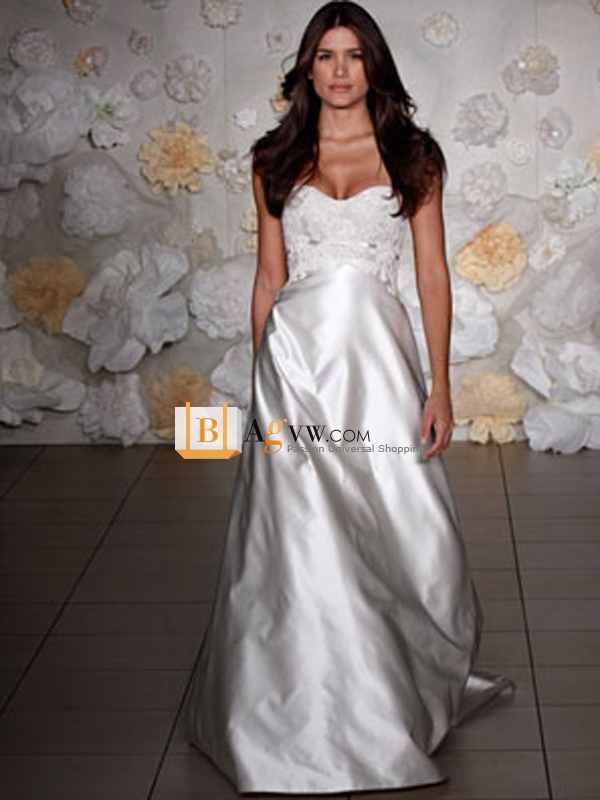 Voluminous Sweetheart Satin Wedding Dress of Appliqué Lace and Sweep Train