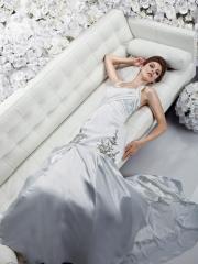 A Trumpet Elegant With Halter Neckline Wedding Dress