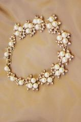 Bright Stunning delicate sparkling pearl necklace