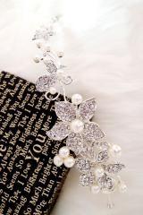 Chic Flower white pearl and erin stone Headpiece