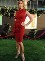 Dramatic Sleeveless Red Dress in Knee-length