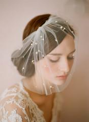 Short Elegant Tulle Veil with Twinkling Stars and Beadings