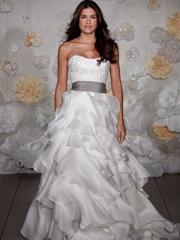 Spectacular Strapless Tiered Wedding Dress of Princess Look